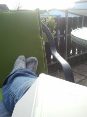Lesen auf dem Balkon