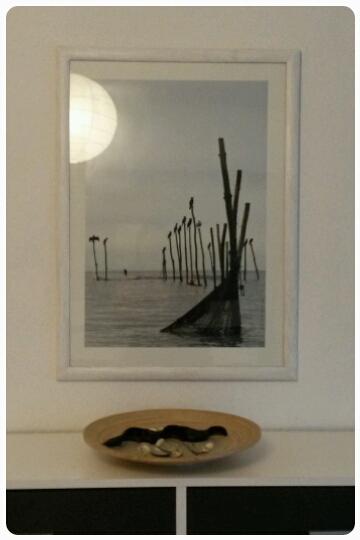 Meeresfeeling im Schlafzimmer (leider spiegelt sich die Lampe im Bild)
